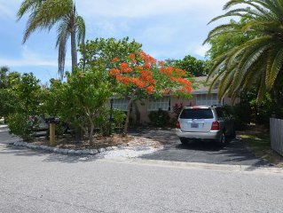 Charming, Private Waterfront Getaway near John's Pass in Madeira Beach