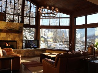 BEST DEAL IN VAIL! Platinum Rated *Private Hot Tub*Free Shuttle*Views*Free WIFI*