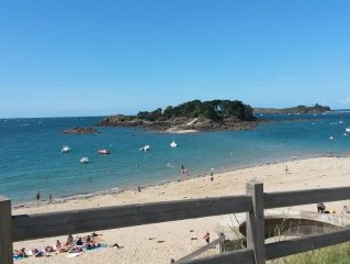Between Dinard and ST JACUT, farmhouse within 6 km of beaches with nice views.