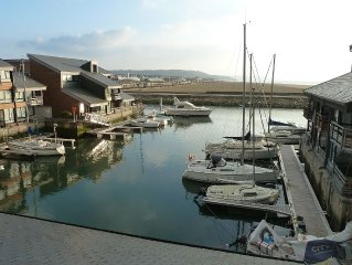 Marina de charme 'les pieds dans l'eau' pour 7/8 pers. avec terrasse ensoleillee