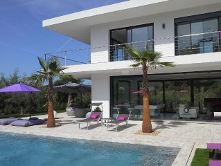 contemporary villa of very high standing, brand n