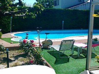 independent house in villa / piscine13 X 5.5 fenced garden, pets welcome