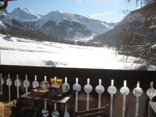 VAL D'ISERE: beautiful duplex on the slopes with views, fireplace & Parking