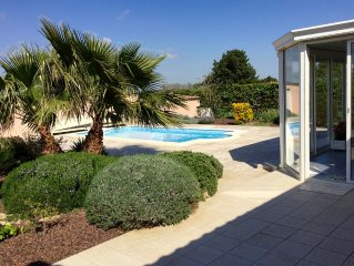 In a charming village, nice villa with pool, air-conditioned bungalow