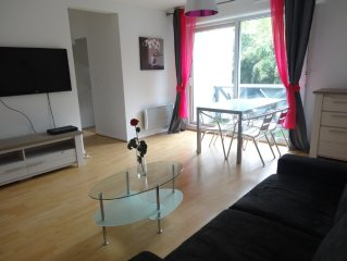 T2 (new furniture) Anglet Biarritz limit, 5min beaches. SFR BOX