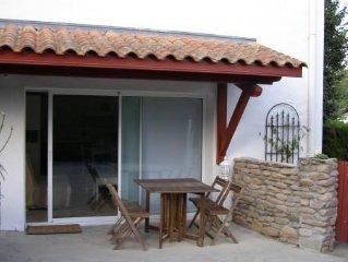 Urrugne, T2 apartment ideally located in quiet area.