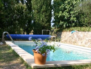 Historic cottage, sleeps 6, with pool, panoramic views, Ansouis
