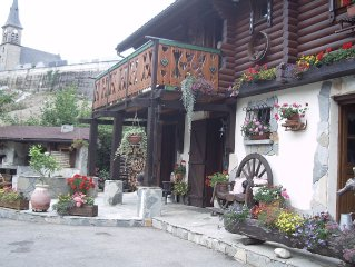Mountain chalet located in the heart of Oisans at the foot of Alpe d'Huez