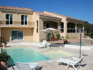 Villa individuelle piscine prestations haut de gamme en bord de mer