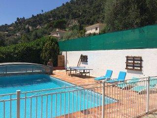 Appartement 3 pieces en rez de jardin dans villa avec piscine