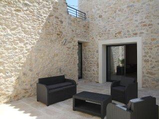 Maison de caractere en pierre avec piscine a 9 kms des plages