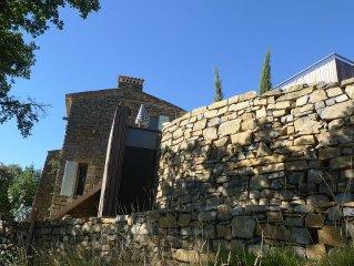 Ancien ermitage accroche a la montagne, piscine, vue magnifique