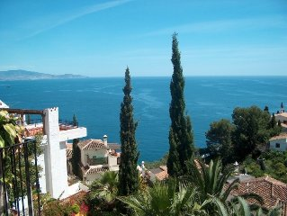 Villa avec superbe vue sur la mer, situee cote piscine et pres de la plage