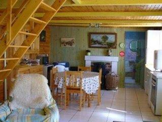 Maisonnette  de pecheur  dans un petit village situee a 2,3 km de la mer