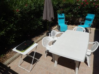 ST AYGULF, APARTMENT 2 bedrooms, 39 M2, and between TOWN BEACH (150m)
