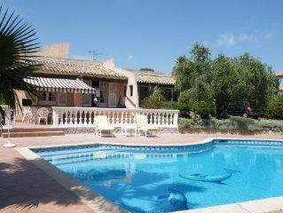 St Raphaël, appartement dans Mas Provençal, piscine. Très bonnes prestations.