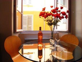 Appartement 2p elegant, contemporain, superbement equipe, au ceour du Vieux Nice