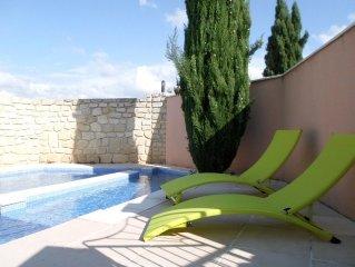 jolie maisonnette independante,superbe vue sur le mont Ventoux avec piscine