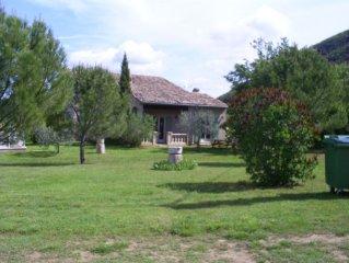 villa avec piscine en pleine campagne