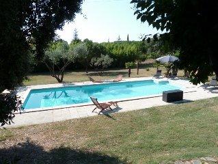 Maison climatisée avec piscine chauffée (avril à octobre) dans grand parc