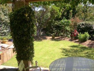 Maison individuelle /  villa dans jardin climatisee/ 2 chambres/WIFI