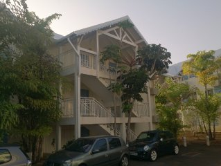Bel appt  F3, 2 à 6 personnes, vue mer, piscine, clim, centre de la Guadeloupe