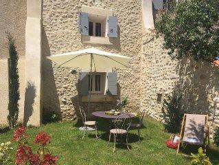 Ferme renovee au milieu de la Provence
