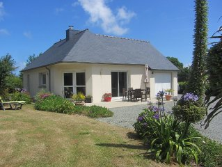 house overlooking the sea and the island of brehat, bungalow near the beach and