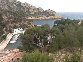 Appartement  indépendant dans  villa ,dans les pins surplombant la mer .