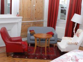 appartement au rez de chaussee d' un immeuble du XVIIIe siecle place pietonne