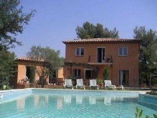 Maison en pleine nature, grande piscine et jacuzzi 15mn d'Aix et 30mn de Cassis