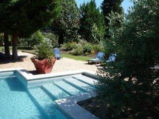 Ferme en Provence Mas de charme entier prive piscine chauffee 6 a 14 personnes