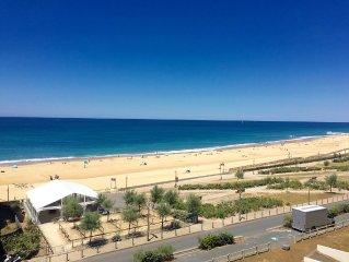 Appartement avec vue imprenable et accès direct aux plages.