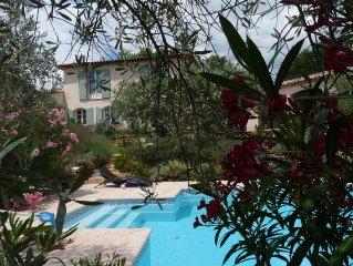 Var proche mer et Verdon, grande villa  entourée d'oliviers - calme - piscine