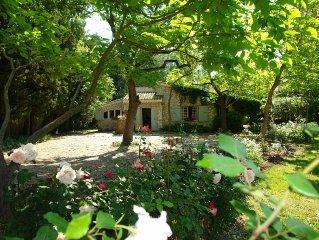 Un jardin luxuriant a proximite d'un des plus beaux villages de provence