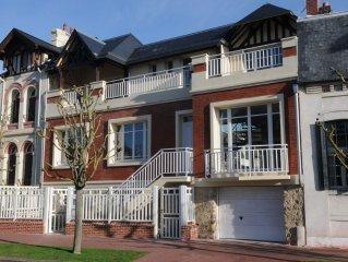 Villa neuve au coeur de Deauville proche plage, casino, restaurants, hippodrome.