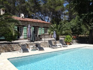 Maison de charme en pierres, dans parc arboré avec piscine