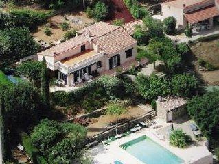 villa provençale avec piscine,au calme,entre mer et oliviers