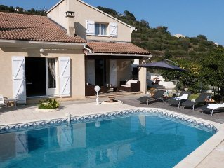 Villa spacieuse, confortable, piscine, accueillant jusqu'a 10 personnes