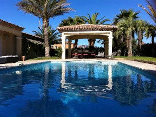 Luxurious recent villa, at ground level, great amenities, 14 people