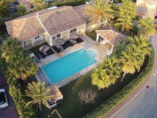 Villa luxueuse quartier residentiel, piscine, jardin, 6 chambres, 14 personnes