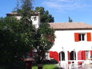 Villa de caractere avec jardin de 1000 m2 a proximite de la mer, Cote Bleue