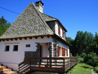 Traditional chalet 5mn of Super Lioran, ideal for holidays in the mountains