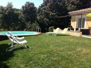 Villa au coeur de la Provence et des cigales jardin clos 1000m2 et piscine