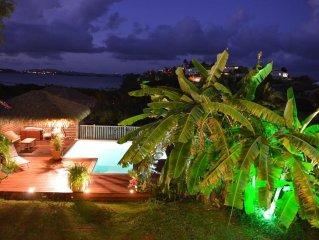 Superbe F2 dans son jardin tropical a proximite  des fonds blancs