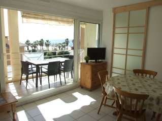 Apartment facing the sea with pool and private parking