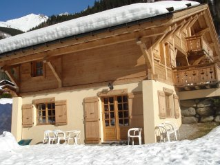 APARTMENT IN CHALET SWIMMING POOL 400m Telecabine150km tracks