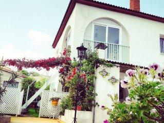 villa calme avec piscine ,terrasse ombragee, , vue degagee sur les montagnes