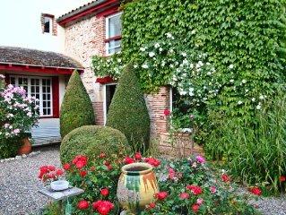 Tres jolie maison du village, dominant le Lot, calme, jardin-terrasse fleuri