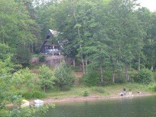 maison Chalet  nature discret  piscine calme et tranquille lac pêche